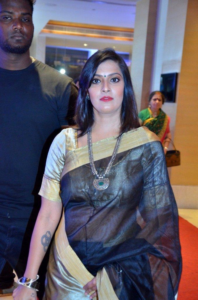Varalaxmi Sarathkumar Pride Of Tamil Nadu Awards 2017 In Black Saree