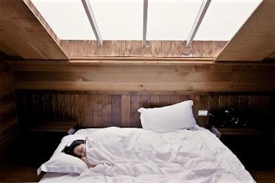Posisi Tidur yang Baik Saat Hamil 7 Bulan