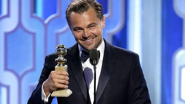 Leonardo DiCaprio levantando el Óscar a Mejor Actor