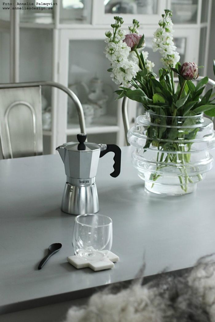annelies design, webbutik, vako, espresso, kaffebryggare, bryggare, kaffe, mugg, muggar, dubbla glas, glasunderlägg, marmor, kors, vako, vas, kök, matplats, köket