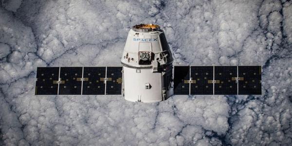 H SpaceX ετοιμάζεται να στείλει τουρίστες στη Σελήνη το 2018 | Βίντεο