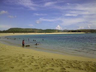 Tanjung Aan dengan pasir seperti merica