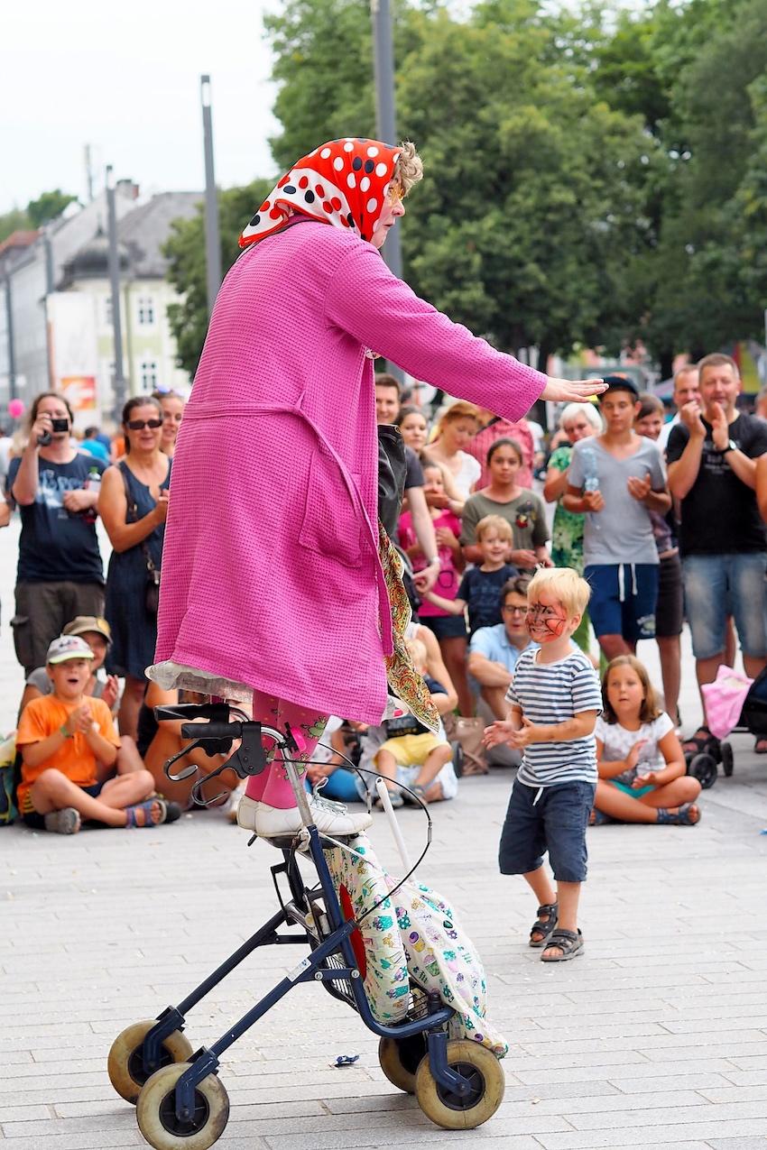 Sari Mäkelä in The Great Granny Show aus Finnland 4