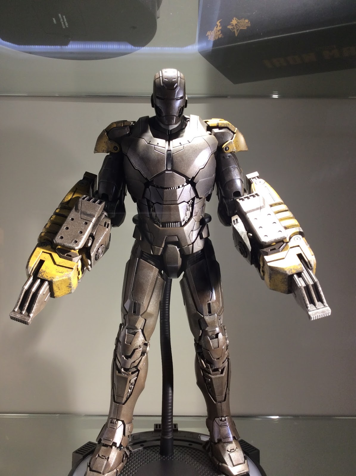 Iron Man Mark 25 Striker Commando John Matrix Hot Toys Secret 1730 500 2015