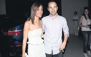 Iniesta and his wife Anna ortiz