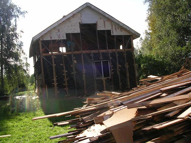 vanhan talon purkaminen