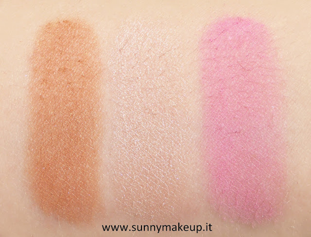 Swatch Urban Decay - Naked Flushed. Palette con Bronzer, Illuminante e Blush nella colorazione Native.