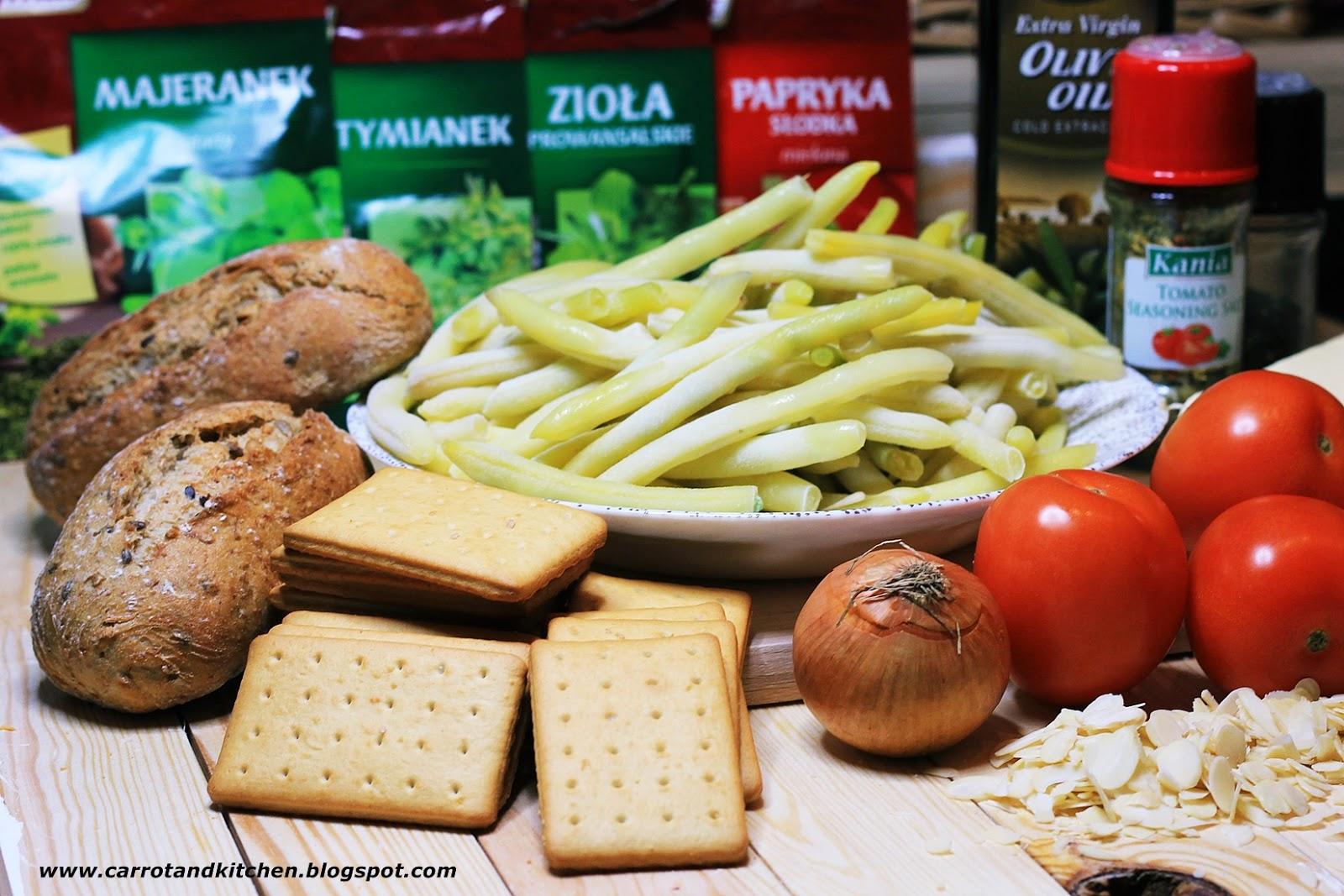Faszerowane pomidory, fasolka z migdałami i grzanki