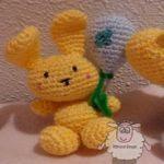 http://churrasymerinasmanualidades.blogspot.com.es/2015/04/conejitos-de-pascua-y-globos-amigurumi.html