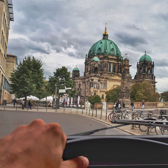 Berlin Bulli Tour stop at the Berliner Dom
