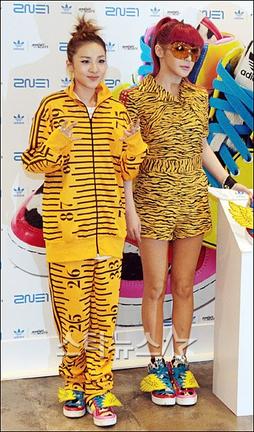 2ne1 Mentioned In Fashion Editorial From American Vogue: Daily2NE1♥: 2NE1 Attends Photo Session For 'Jeremy Scott X
