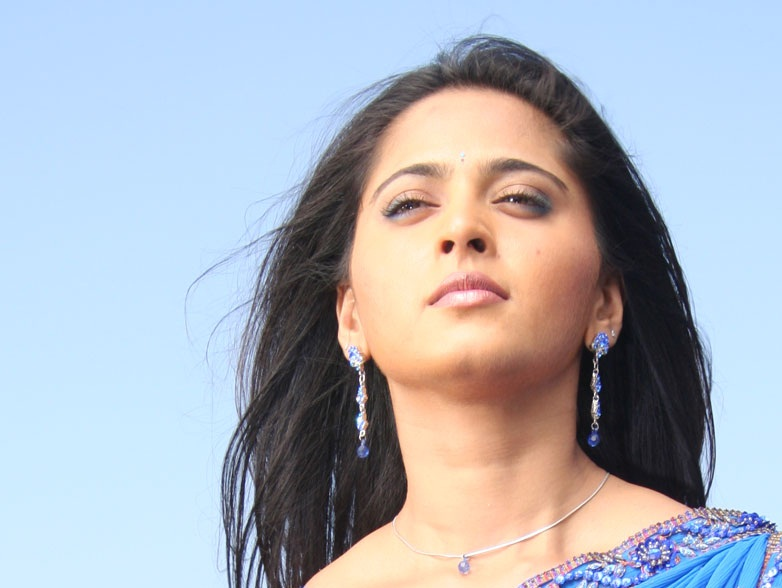 Anushka Shetty Face Close UP Pics