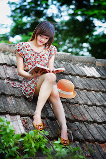 How to speak English fluently, beautiful girl is reading english