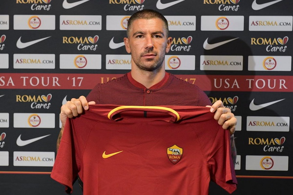Kolarov resmi ke AS Roma