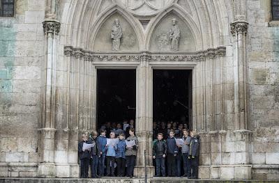 El coro de la catedral de Ratisbona durante un ensayo en 2014 / Lukas Barth / Reuters