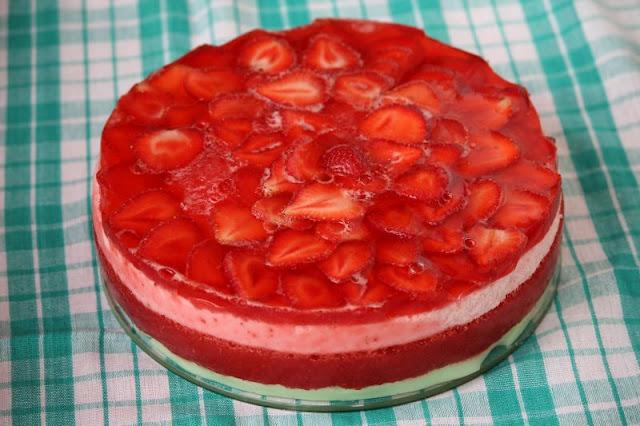 tort, truskawki