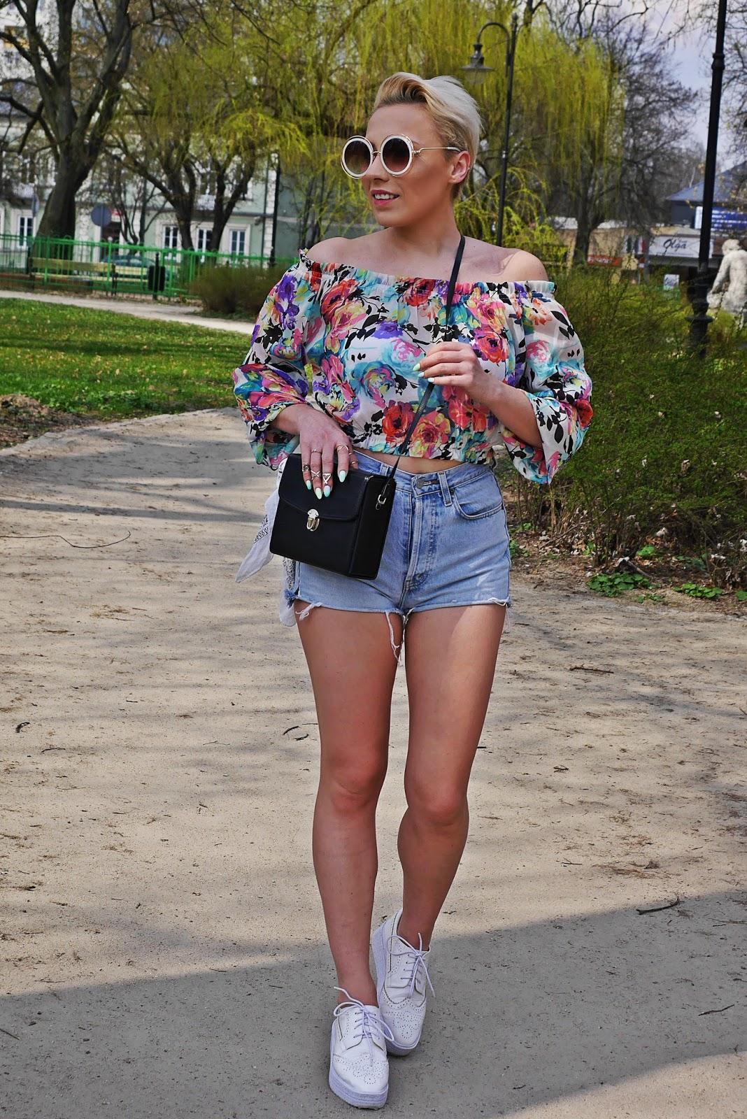 high_waist_shorts_floral_off_shoulder_top_platform_shoes_karyn_blog_110417e