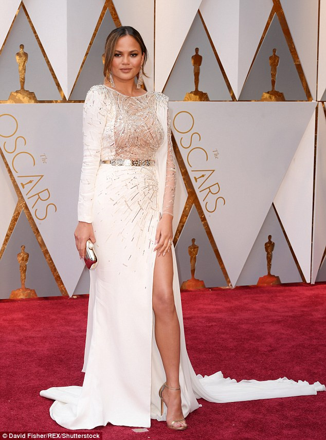 Chrissy Teigen wears Zuhair Murad to the 2017 Oscars