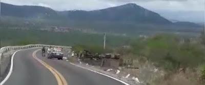 Dois Mortos e Cinco feridos  durante capotamento de um caminhão nesta manhã de sábado(17) na Serra do Tará no município de Venturosa .