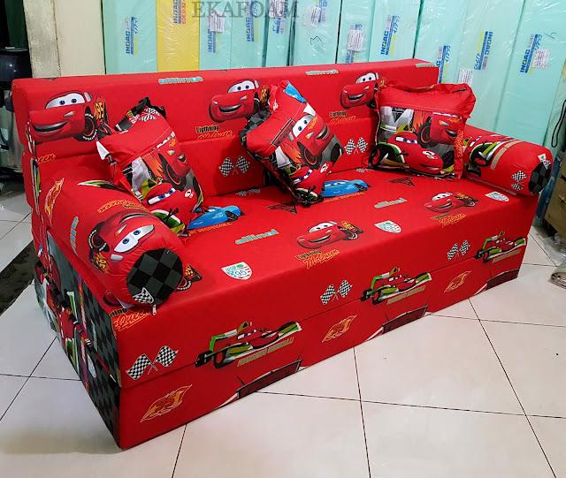 Sofa bed inoac motif The Car Merah saat difungsikan sofa