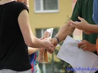 Cara Memperkenalkan Orang Lain dalam Bahasa Inggris Ala Penutur Asli