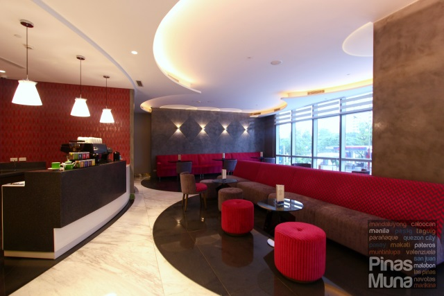 Lobby Lounge Cafe at Mercure Manila Ortigas