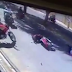 Polícia prende acusados de derrubar vítima de moto em movimento para assaltar