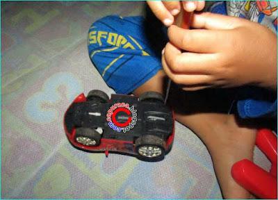mobil remote tidak bisa dipakai bermain bersama karena frekuensinya bentrok