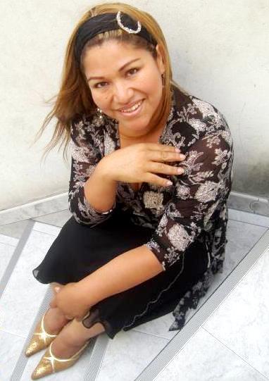 Foto de Sonia Morales posando sentada