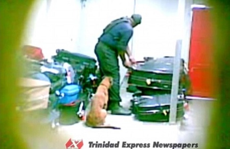 Shameless Police Officer Caught Stealing from Passengers' Luggage at The Airport (Photo+Video)