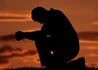 http://3.bp.blogspot.com/-3n-7oVSufOw/TpiEYij5zAI/AAAAAAAAHig/hP1LVvBhAG0/s1600/man-praying-on-one-knee1.jpg