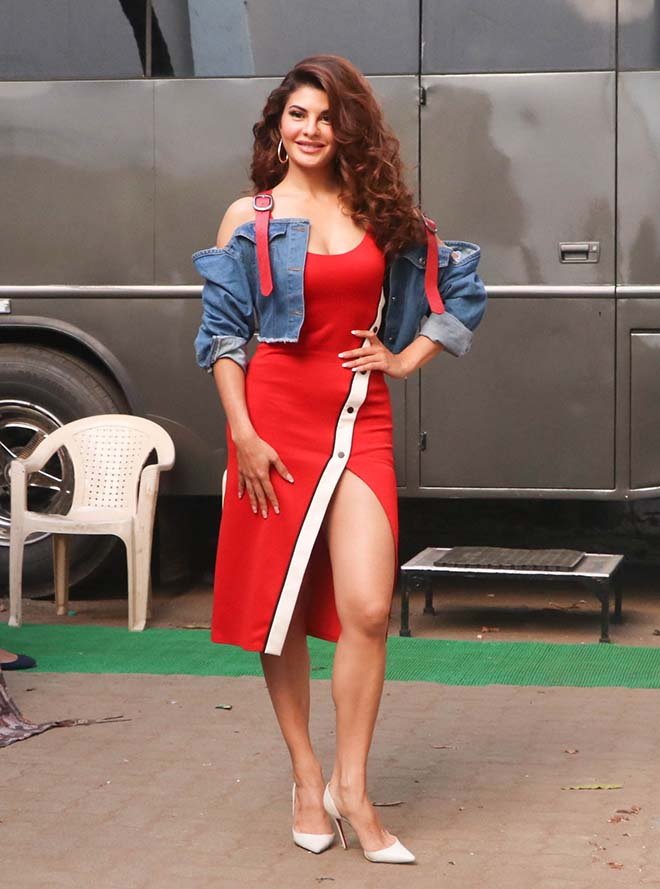 Watch and Downlaod Bollywood Actress  Jacqueline Fernandez HD Photos Images Pictures