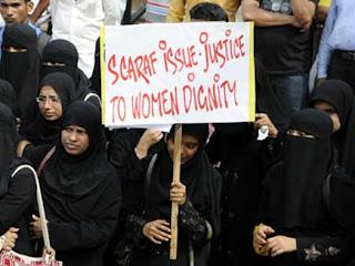 منگلور: کالج انتظامیہ کی طرف سے برقعہ پر پابندی کے خلاف طلباء کا احتجاج