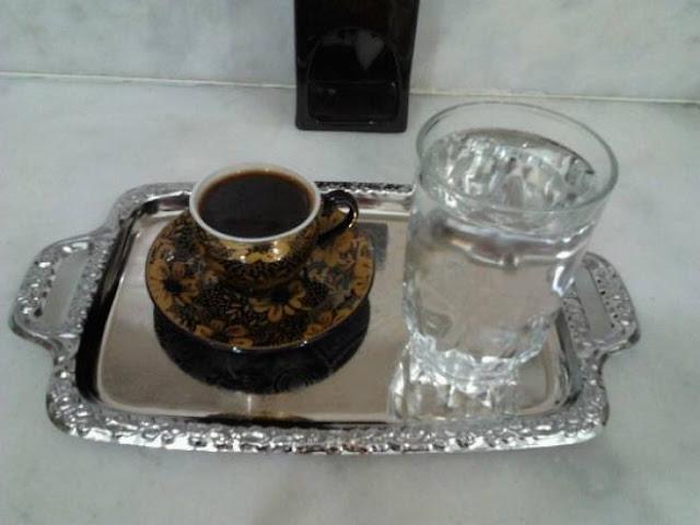 لماذا يتم تقديم كأس الماء مع القهوة ؟ ستعرفها لأول مرة !