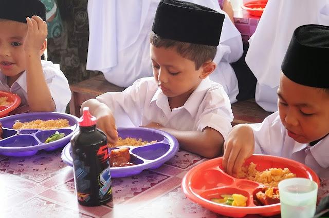 Masya Allah Betapa Luar Biasa Apa Yang Ada Di Tangan Kita Ketika Makan, Sungguh Dahsyat