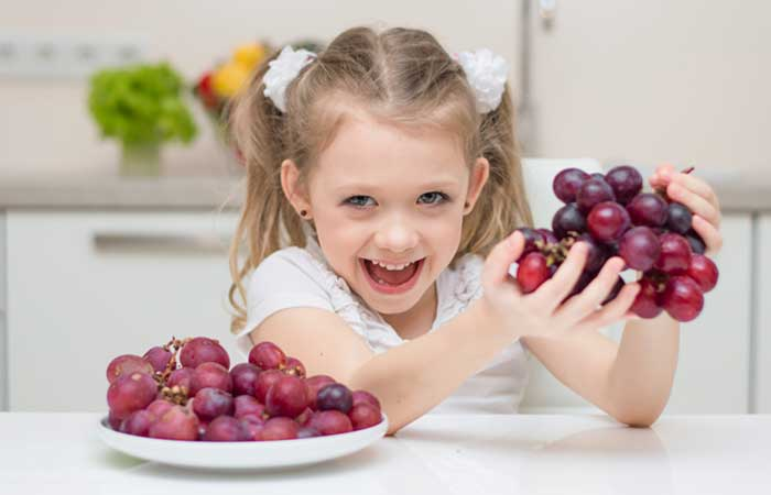 فوائد وأضرار العنب على الأطفال 2021