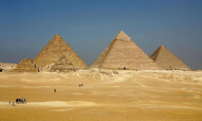 Egypt arrests 3 for selling stones From Giza Pyramids