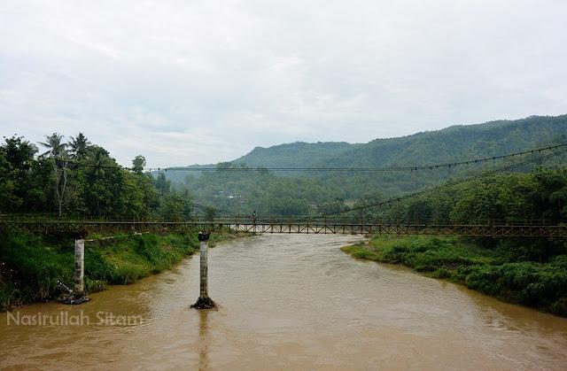 Jembatan Soka dari sudut lain