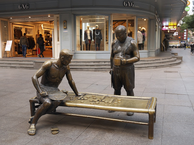 Sculpture of a xiangqi game with one man playing and another watching