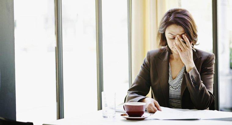 ¿Qué puede causar dolores de cabeza solo en el lado izquierdo de mi cabeza?