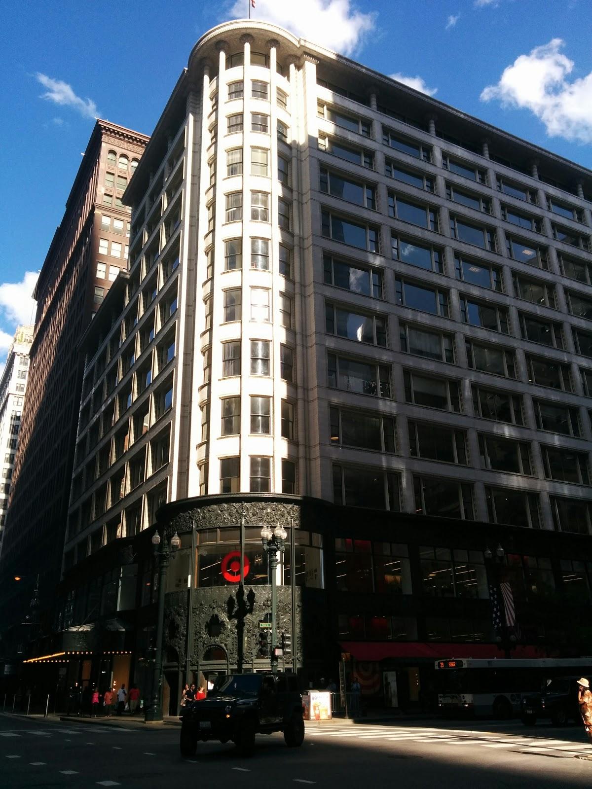 Carson Pirie Scott Building - Louis Sullivan