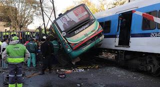 Resultado de imagen para Mueren 4 niños y 11 heridos en choque entre bus y tren en francia