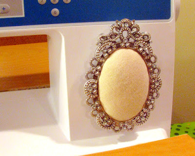 Tutorial | picture frame pin cushion for sewing machine