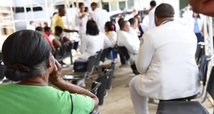 Pacientes pobres se quedan nuevamente sin servicios de salud