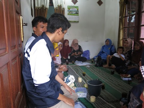 Mahasiswa KKN Undip Sulap Limbah Gedebog Pisang jadi Pupuk Organik Cair yang Ramah Lingkungan