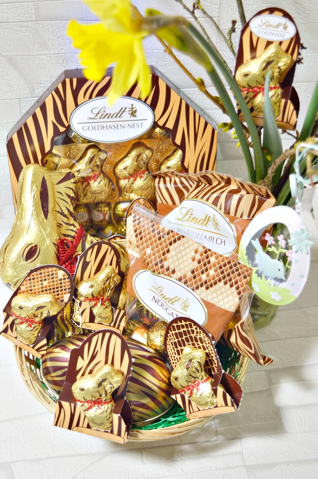 Easter basket with Easter chocolate