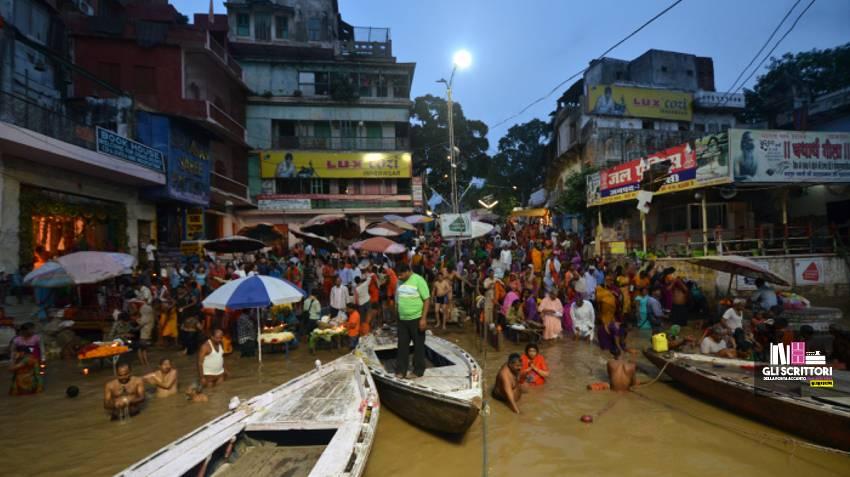 Varanasi e il Gange alle 5 del mattino