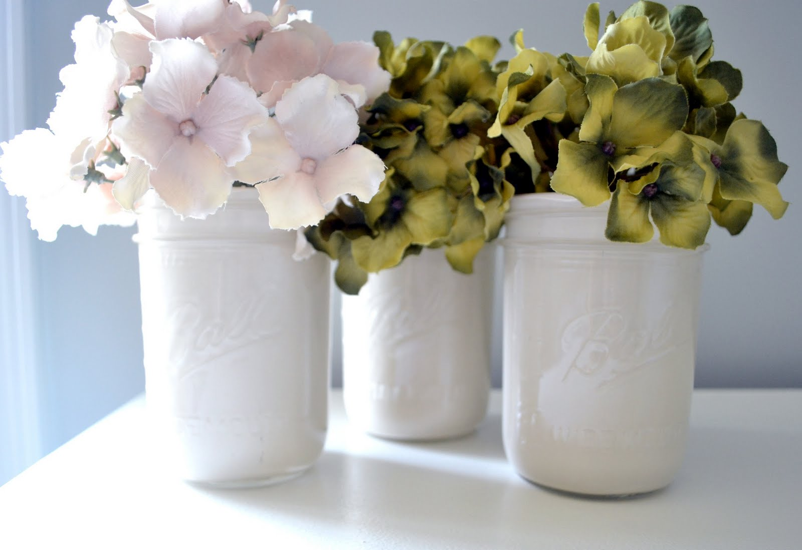 I think I love these so much because it's a combination of my two favorite  things: Mason Jars & hydrangeas. Love.