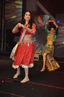 Bollywood Actress Model Sunny Leone Dance Performance in Red Half Saree at Rogue Audio Launch 13 March 2017  0040.jpg