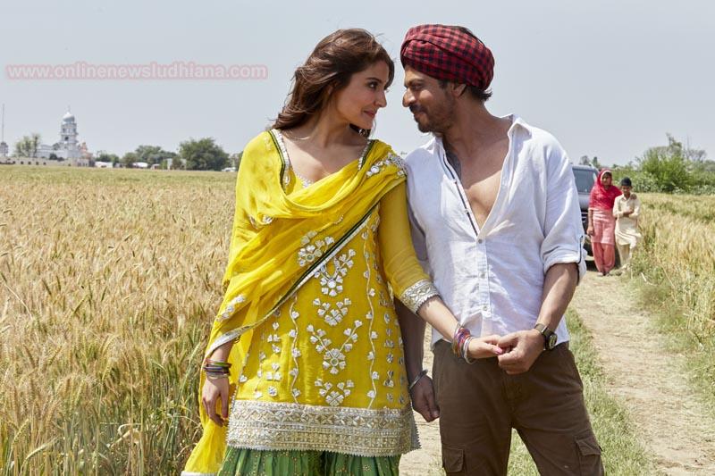 फिल्म जब हैरी मेट सेजल से लिया गया चित्र जिसमें शाहरुख़ खान व अनुष्का शर्मा दिखाई दे रहे हैं